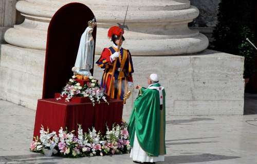 pope francis and mary