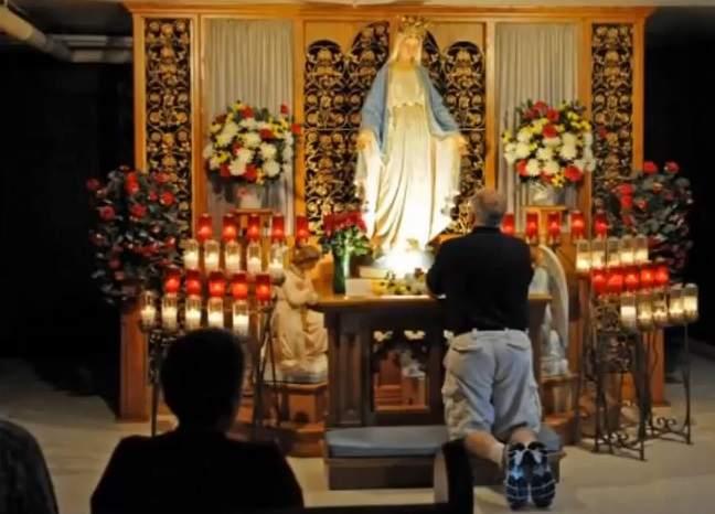 catholic prays to mary